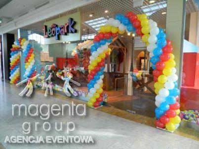 girlanda z balonów_otwarcie sali zabaw_magenta group_kraków